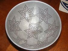 VINTAGE ALUMINUM 3 FOOTED COLANDER 7 STAR DESIGN-COLLECTIBLE KITCHEN WARE