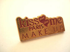 PINS LOGO MARK UP KISS ME PARIS MAQUILLAGE COSMETIQUE