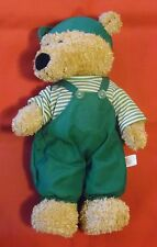Teddybär mit grüner Hose , Windel , 28 cm x 16 cm x 10 cm , hellbraun ,