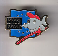 RARE PINS PIN'S .. TV RADIO PRESSE MAGAZINE JOURNAL VIDEO PECHE FISHING GRIS ~CM