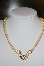 NICE FAUX PEARL STRAND NECKLACE WITH GOLD TONED METAL RHINESTONE CENTERPIECE