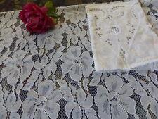 superbe tissu dentelle 2,40x0,40 pour création +chute guipure offerte