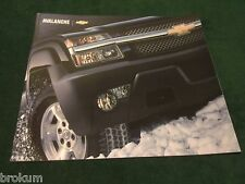 MINT CHEVROLET 2004 CHEVY AVALANCHE 35 PG ORIGINAL SALES BROCHURE NEW (BOX 583)