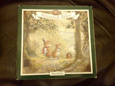 VILLEROY & BOCH FOXWOOD TALES 1994 CAROLING RED HOLLY BORDER 20CM DIAMETER BOXED