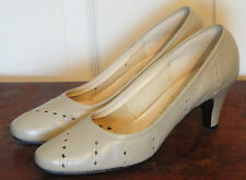Vintage 60s Bone Perforated Selby Leather Pumps Heels Shoes 6 B