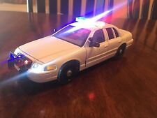 1:24 1:26 CUSTOM FORD CROWN VIC DIECAST POLICE WHITE CAR MODEL W WORKING LIGHTS