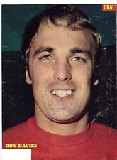 RON DAVIES MANCHESTER UNITED 1974-1975 RARE ORIGINAL HAND SIGNED PICTURE CUTTING