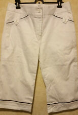 LIJA NWOT White Modern Bermuda Golf Shorts 6 Cotton Spandex Blend Navy Blue Trim