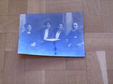 Foto G36 Herr mit 3 Damen am Tisch ca 17x23cm