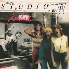 """45 TOURS / 7"""" SINGLE--LESLIE--STUDIO B / TICKET DE QUAI--1982"""