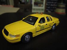 Welly 1999 Ford Crown Victoria New York City NYC Taxi 1:43 O Scale Diecast