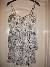 TWENTY ONE WHITE & BLACK CRINKLE SHEER PRINT STRAPPY TIERED RARA BANDEAU DRESS M