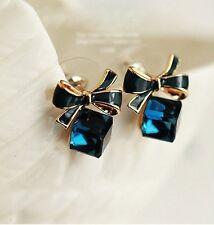 Diamantes de imitación de cristal para mujer estilo Cubo Con Moño pendiente Stud Pendientes .13mm X 11mm