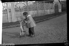 Portrait petite fille & sa poupée cheval à bascule Négatif photo ancien