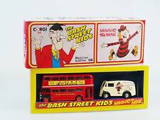 CORGI il Bash STREET Kids & MINNIE il Minx MORIS J VAN & AEC BUS D47 / 1