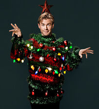 Chris Hemsworth UNSIGNED photo - B163 - As a Xmas tree!!!!