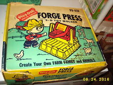 1966 Play-Doh Forge Press 3-D Toy Molder PD-850 VTG used condition