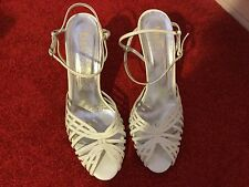 DOLCE AND GABANNA D&G VINTAGE WHITE SHOES UK6