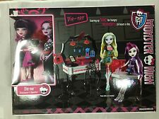 MONSTER HIGH DIE NER, WALMART EXCLUSIVE DRACULAURA & OPERETTA PLAYSET DINER,DOLL