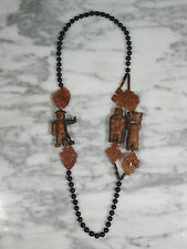 ANTIQUE CHINESE HAND CARVED 3 WOOD FIGURES ON BANDED BLACK AGATE BEADED NECKLACE