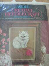 AVON CREWEL EMBROIDERY KIT PLAYFUL KITTEN COMPLETE PKG WOOL YARN PEBBLE CLOTH