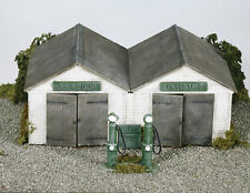 Wills SS12 Station Garage 1/76 Scale = 00 Gauge Plastic Lineside Kit - 1st Post