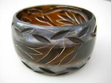 Art Deco Armreif Galalith Lucite Bakelite great Bangle with Leaf Carving _ Nr.30
