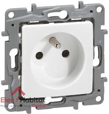Prise de courant 2P+T 16A spéciale rénovation Niloe blanc Legrand 664728