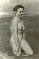 d311 # Photo ca 1960 Pin-up girl full nude nudo nu Akt Busen FKK Nudist bad bath