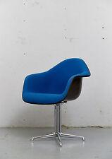 Dal, la Fondation Chair di Charles & Ray Eames Di Herman Miller, vetroresina i 1 di 6
