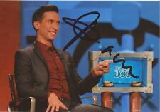COMEDIAN: RUSSELL KANE SIGNED 6x4 ACTION PHOTO+COA *ROOM 101**PROOF*