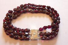 Prachtvoll elegantes antikes Armband 3 Stränge Granate gravierte Silberschließe