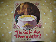 * The Wilton Way Basic Cake Decorating 39 pages 1975 VINTAGE