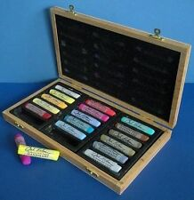 Jack Richeson -  18 Assorted Handmade Soft Pastels In A Wooden Box