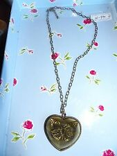 ANTIQUE BRASS & OLIVE FACETED  HEART WITH INSET BUTTERFLY NECKLACE  471A3
