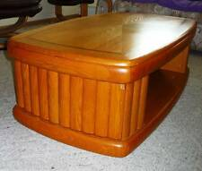 KLAUSSNER WOOD LIFT TOP COFFEE TABLE near Chicago 60646   1p0
