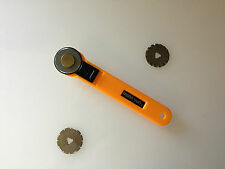 28mm Rotary Cutter, with 3 Different Blades! Straight, Pinking and Wave!!!