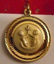 belle médaille bijou vintage couleur or astrologique signe zodiac gemeau * 4824