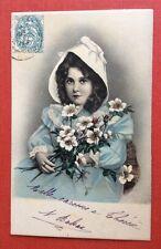 CPA. 1904. Petite Fille tenant des Fleurs Blanches. Regard pénétrant.