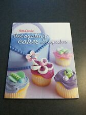 Betty Crocker Decorating Cakes and Cupcakes 2006 Color Softcover