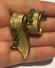 Vintage Signed Boucher Gold Tone Brooch Fur Clip W/ Green Stones - A677