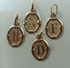 COLGANTE LETRA. Oro de 18 QUILATES. LETRAS disponibles B. D. F. I. N. P. R. Y.