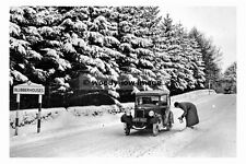 pt8101 - Blubberhouses , Yorkshire 1938 , fitting chains to car - photograph 6x4