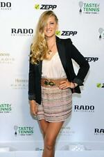 Victoria Azarenka A4 Photo 9
