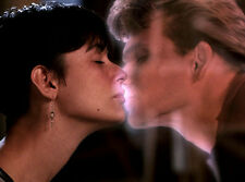 Patrick Swayze & Demi Moore UNSIGNED photo - B1563 - Ghost