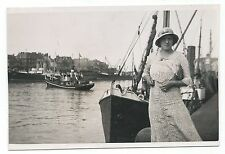 BM960 Carte Photo vintage card RPPC woman Femme bateau boat port chapeau Hat