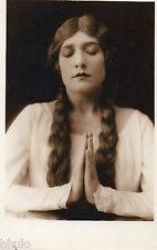 BD751 Carte Photo card RPPC Femme prière religion main jointe long cheveux 1930