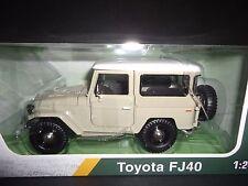 Motormax Toyota FJ40 Beige 1/24 Platinum Edition