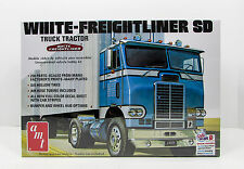 AMT 1004 White Freightliner SD Tractor 1/25 New Truck Model Kit