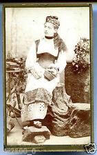 photo cdv Robert Kaiser à Genève . femme . costume . folklore